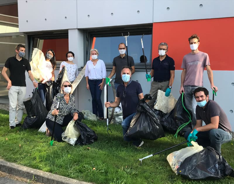 QOS Energy group photo at the Clean up Day